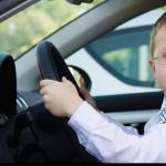 Conduce y roba un coche con 8 años